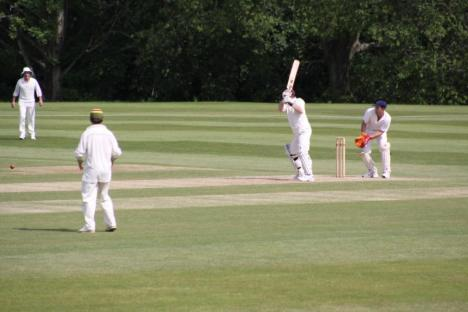 15 - David Nicholson attacks  Ian Hislop's bowling.JPG